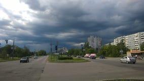 Ville de remblai de Zaporizhzhia avant la pluie Images libres de droits