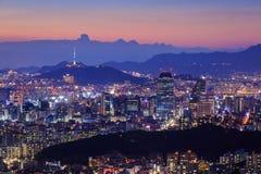 Ville de Séoul au crépuscule avec la tour de Séoul photographie stock libre de droits