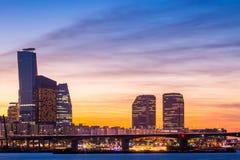 Ville de Séoul et gratte-ciel, yeouido au crépuscule, Corée du Sud Photo libre de droits