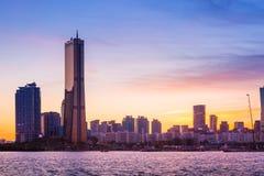 Ville de Séoul et gratte-ciel, yeouido au crépuscule, Corée du Sud Photographie stock libre de droits