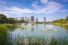 Ville de Séoul, lac en parc, parc olympique en Corée Photographie stock libre de droits
