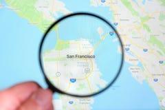 Ville de San Francisco, la Californie du nord sur l'écran de visualisation par une loupe photos libres de droits