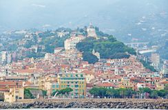 Ville de San Remo, Italie, vue de la mer images libres de droits