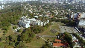 Ville de Sao Paulo, état de sao Paulo Brazil Palais de Bandeirantes dans le secteur de Morumbi banque de vidéos