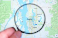 Ville de Seattle, Washington sur l'écran de visualisation par une loupe photos stock