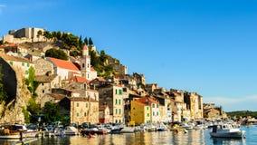 Ville de Sibenik dans la tache de touristes de la Croatie Photos stock