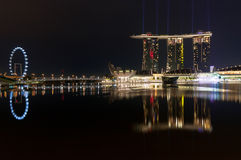 Ville de Singapour la nuit Photographie stock libre de droits
