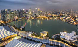 Ville de Singapour la nuit Images stock