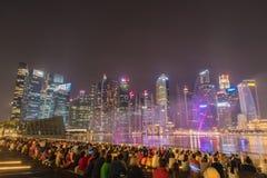 Ville de Singapour la nuit Photos stock