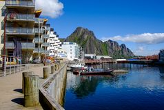 Ville de Svaelvard en Norvège du nord photographie stock libre de droits