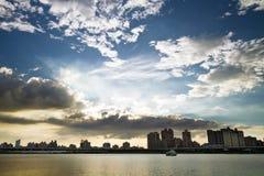 Ville de Taïpeh de coucher du soleil photographie stock