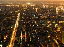 Ville de Taïpeh la nuit Image stock