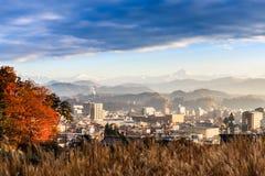 Ville de Takayama avec des alpes du Japon et x28 ; range& x29 de montagne de neige ; fond Image libre de droits