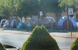 Ville de tente pour des sapeurs-pompiers, des volontaires, et servic Photos stock
