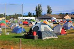 Ville de tente pour des sapeurs-pompiers, des volontaires, et servic Images stock