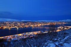 Ville de Tromso la nuit Images libres de droits
