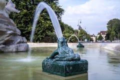 Ville de Troyes do la dos dans de Fontaine Imagens de Stock Royalty Free