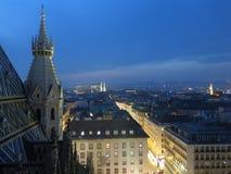Ville de Vienne la nuit image libre de droits