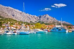 Ville de vue de bord de mer de Baska Voda photographie stock libre de droits
