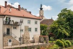 Ville de Wolfsberg dans Carinthie inférieur, avec la rivière de Lavant et l'église de St Mark photos libres de droits