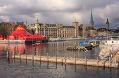 Ville de Zurich un jour nuageux en automne en retard Photographie stock