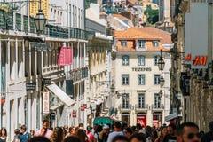 Ville du centre de marche de Lisbonne de personnes au Portugal Image libre de droits