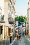 Ville du centre de marche de Lisbonne de personnes au Portugal Photo libre de droits
