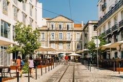 Ville du centre de marche de Lisbonne de personnes au Portugal Photo stock