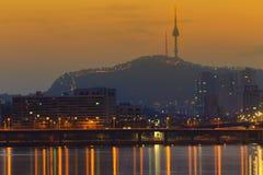 Ville du fleuve Han Séoul avec la tour de Séoul Photo stock