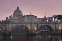 Ville du Vatican, Rome, Italie, beau panorama vibrant d'image de nuit image stock