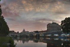 Ville du Vatican, Rome, Italie, beau panorama vibrant d'image de nuit de la basilique de St Peter photographie stock libre de droits