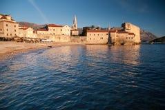 Ville en pierre antique par la mer Images stock