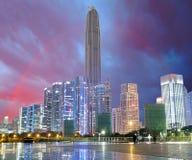 Ville et arc-en-ciel, Shenzhen, Chine Photographie stock