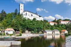 Ville et château Rozmberk NAD Vltavou, région de Bohème du sud, République Tchèque, l'Europe Image stock