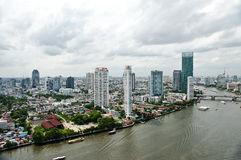 Ville et Chao Praya River de Bangkok Photo stock