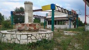 Ville et fontaine ruinées Photographie stock libre de droits