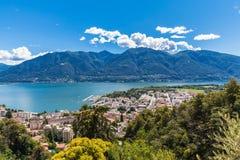 Ville et lac de Lucarno Photo libre de droits