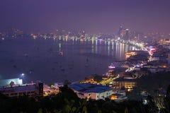 Ville et mer de Pattaya dans le temps crépusculaire Images libres de droits