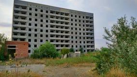 Ville et nouvelle maison ruinées Image libre de droits