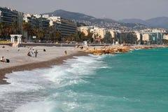 Ville et plage sur la banque du golfe de mer Gentil, France photographie stock libre de droits