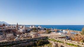 Ville et port de Kyreia Photo stock