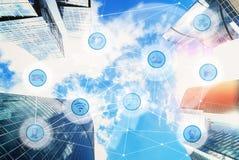 Ville et réseau de transmission sans fil images stock