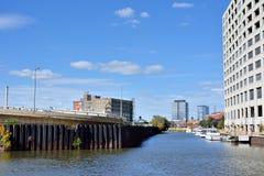 Ville et rivière de Chicago Photographie stock libre de droits