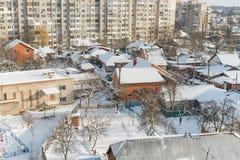 Ville et rues pendant l'hiver image stock
