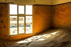 Ville fantôme dans le désert de la Namibie, Kolmanskop Image stock