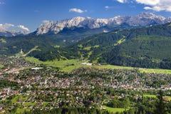 Ville Garmisch-Partenkirchen en Bavière Images libres de droits
