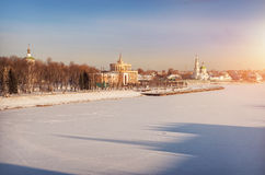 Ville givrée sur la rivière Image libre de droits