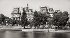Ville hôtel de Paris à travers la Seine, rive droite, France Images libres de droits