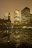 Ville hôtel de Toronto la nuit Photos stock