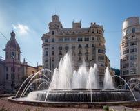 Ville Hall Plaza Fountain en Valencia Spain le 24 février 2019 Trois personnes non identifiées image libre de droits